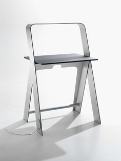 Torafu Architects' Light Light Desk is a compact and functionally minimal solution to reduced space living. The seamless transition between overhead. Chair Design, Furniture Design, Furniture Plans, Diy Furniture, Minimalist Design, Modern Design, Best Desk Lamp, Folding Desk, Bureau Design