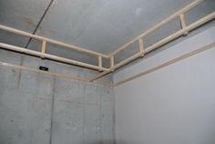 Boven de keuken komt een verlaagd plafond voor de ...