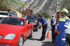 Personal de Protección Civil Santa Catarina informando como prevenir incendios forestales. Casco EOM, Goggles ESS y Fajilla Paramédico EMS en acción. EMS México | Equipando a los Profesionales