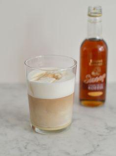 Caramel Latte Macchiato Making - From Pauline& Kitchen - Smoothie Drinks, Fruit Smoothies, Latte Macchiato, Chocolate Chili, Caramel Latte, Iced Latte, Latte Recipe, Tea Cakes, Coffee Recipes