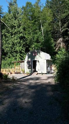 This is a 192 sq. barn shed that was converted into a beautiful 192 sq. tiny home that is being shared by one of our wonderful readers named Stacy Thompson. Cheap Tiny House, Shed To Tiny House, Tiny House Cabin, Tiny House Living, Small House Plans, Tiny Cabins, Hen House, Cottage Living, Small Living