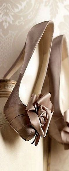 Champagne Taupe Satin Pumps ~ so pretty