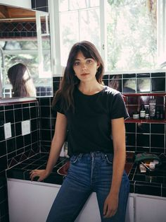 War Paint & Dance Therapy With Model Amelia Zadro - Harry Makes It Up - Trend Hair Makeup And Outfit 2019 Haircuts Straight Hair, Straight Bangs, Hairstyles With Bangs, Trendy Hairstyles, Girl Hairstyles, Natural Hairstyles, Fringe Hairstyles, Fringe Haircut, Bridal Hairstyles