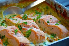 Salmon with leeks and casserole - easy food in dish via Madens Verde .- Laks med porrer og spidskål – nem mad i fad via Madens Verden Salmon with leeks and cucumber – easy food in dish via Madens Verden - Weight Watchers Salmon, My Favorite Food, Favorite Recipes, Frozen Salmon, Shellfish Recipes, How To Cook Fish, Fish Dishes, Falafel, Recipes