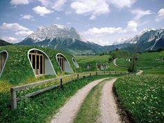 """Empresa cria casas pré-moldadas inspiradas nas casas-hobbit do """"Senhor dos Anéis"""" e que pode ser montada em apenas 3 dias."""