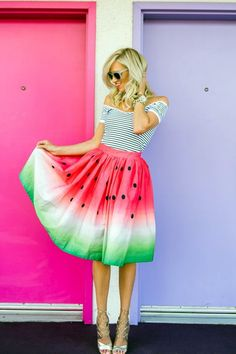 High street fashion outfits means dresses that are made from good quality materials. Today's generation youngsters are very easily attracted towards fashionable dresses