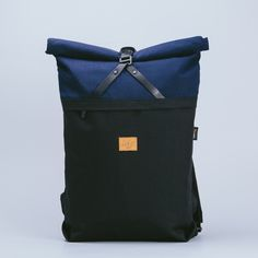Easy roll top and light-weight. Designed to carry your essential items. Folder sack Estimated capacity: 17 liters  Weight: 600 grams  Measures in cm: Width 30, Height 47/50, thickness 9
