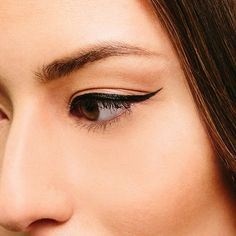 Achieve a perfect wing with Instant Ink Eye Liner.