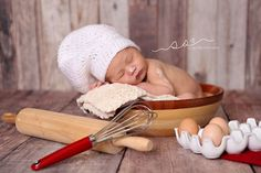 She is the baby whisperer, AMAZING work! She is a perfectionist & very passionate about her work! Foto Newborn, Newborn Baby Photos, Baby Poses, Newborn Baby Photography, Newborn Pictures, Baby Boy Newborn, Baby Boy Pictures, Baby Girl Photos, Baby Cooking