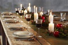 La tendance Noël 2016 : décoration, ambiances, dressage et art de la table.  Discover the 2016 Christmas trends : interior design, atmosphere, Christmas tableware, table settings.  Design by Côté Table