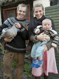 Strik en sweater mage til Bonderøvens Fair Isle Knitting Patterns, Fair Isle Pattern, Knitting Designs, Knit Patterns, Wooly Jumper, Nordic Sweater, Free Knitting, Baby Knitting, Icelandic Sweaters