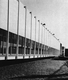 "Fachada principal, Edificio de oficinas, Fábrica de Envases ""Tetramex S .A."",  Progreso 6 esq. Central, Alce Blanco, Naucalpan de Juárez, Estado de México, México 1961 (remodelado) Arqs. Fernando Bárbara Zetina con Félix Candela y Francisco Treviño  - Main facade, Office building, Tetramex S.A. packaging factory, Progresso 6 at Central, Alce Blanco, Nuacalpan, Edo Mexico, Mexico 1961 (remodeled)"