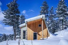 Andrew Michler built his own off-grid Passive House in Colorado's Rocky Mountains, and is surprised to discover how comfortable the home has turned out to be. Colorado Rocky Mountains, Colorado Rockies, Colorado Usa, Villas, Passive Design, Bunk Bed Designs, Little Cabin, Energy Efficient Homes, Passive House