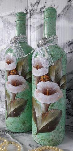 Garrafa decorada com com flores decoupadas para decoração  * garrafa maior 30,5x8x8  * garrafa menor 29x7x7