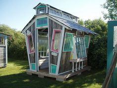 Funky Garden Shed - Garden Pallet Projects Ideas, Sheds, Huts Tree Houses - Do you know I just want this garden shed now? (found on Hometalk)