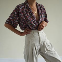 Vintage floral soft rayon blouse with front pocket 90s Fashion, Floral  Fashion, Floral Outfits c142d306e71a