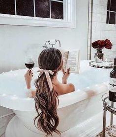 New bath room ideas girly beautiful 27 Ideas Jardin Decor, Foto Casual, Relaxing Bath, Spa Day, Bath Time, Me Time, Curly Hairstyle, Curly Ponytail, Makeup Hairstyle