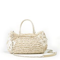 RAFIA PIZZO - ANTEPRIMA   One of the best seller in summer with the softness and lightness of raffia. Floral crochet on the side adds feminity. Comes with detachable chain and foldable handles that allow it to be worn as cross over bag or handheld bag.
