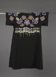 unknown Yakama artist (Yakama), Tl'piip (Wing Dress), ca. 1910, K'pit-lima (beadwork) on clo
