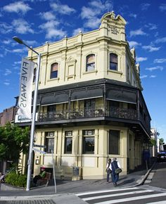 """Royal Hotel"" dates from 1888, sits on a famous but tucked away intersection - Five Ways. De Royal Hotel has a long history as a favoured drinking spot in Sydney, New South Wales of Australia"