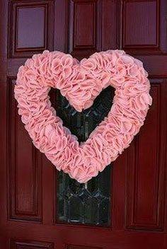 Valentine - Valentine Heart Wreath - DIY ruffled felt Valentine wreath - valentine decor ideas   #valentine
