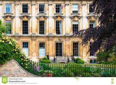 vintage-windows-building-facade-old-77981413.jpg (1300×954)