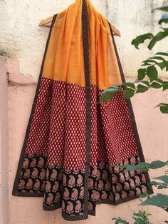 Sleeves Designs For Dresses, Stylish Dress Designs, Blouse Neck Designs, Stylish Dresses, Salwar Designs, Kurta Designs Women, Mehndi Designs, Long Dress Fashion, Fashion Dresses
