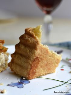crusta tarta sarata Quiche Lorraine, Waffles, Bacon, Cookies, Breakfast, Ethnic Recipes, Food, Pizza, Crack Crackers