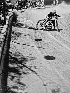 Go go go! #classicmotorcycles #motosclasicas | caferacerpasion.com