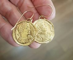 Dazzling Best Collection of Earrings Ideas. Ineffable Best Collection of Earrings Ideas. Pearl Jewelry, Indian Jewelry, Jewelery, Diamond Jewelry, Bride Earrings, Dangle Earrings, Bijoux Design, Antique Coins, Antique Gold
