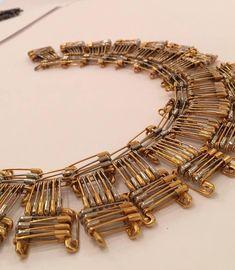 Safety Pin Art, Safety Pin Crafts, Safety Pin Jewelry, Safety Pin Earrings, Wire Jewelry, Jewelry Crafts, Jewelry Art, Beaded Jewelry, Jewelery