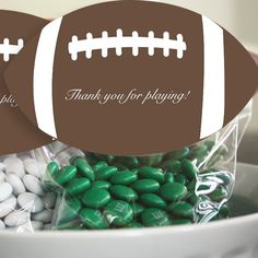 DIY these football party favors with my free printable favor clasps! #HomeBowlHeroContest