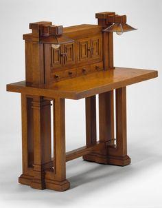 Frank Lloyd Wright Desk | The Art Institute of Chicago