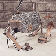 Channel Bag and Matching Shoes With Ankle Cuff❗️ are in the right place about Women Bags luxury Here we offer you the most beautiful pictures about the Women Bags street you are looking for. When you examine the Channel Bag and Matchi Luxury Shoes, Luxury Bags, Luxury Handbags, Fashion Bags, Fashion Shoes, Glamouröse Outfits, Channel Bags, Louis Vuitton Shoes, Handbag Accessories