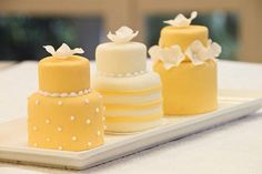 Along with wedding mini desserts trend, there's another one for individual cakes. Why worrying about one or two big cakes that would suit everyone when you can order a whole bunch. wedding cakes The Latest Wedding Trend: 50 Individual Wedding Cakes Individual Wedding Cakes, Mini Wedding Cakes, Individual Cakes, Baby Wedding, Hawaii Wedding, Big Cakes, Little Cakes, Fancy Cakes, Pretty Cakes