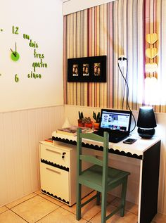 Como customizar uma mesa de trabalho rapidinho e meu quarto