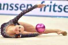 Yana Kudtyavtseva (Russia) won gold in ball finals at Grand Prix (Holon, Israel) 2015