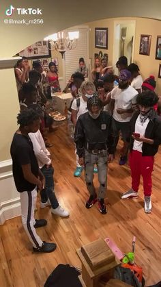 Funny Laugh, Stupid Funny, Haha Funny, Dance Music Videos, Choreography Videos, Funniest Moments, Funny Moments, Cute Lightskinned Boys, Cute Guys