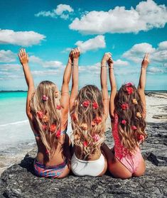 Pin by vogue select on inspiration summer pictures, best friend photos, sum Tumblr Beach Photos, Girl Beach Pictures, Vacation Pictures, Yoga Pictures, Cute Bff Pictures, Cute Photos, Travel Pictures, Bff Pics, Photos Bff