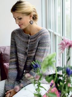 This Pin was discovered by Zul Fair Isle Knitting Patterns, Knitting Stitches, Knit Patterns, Free Knitting, Knit Cardigan Pattern, Crochet Cardigan, Knit Crochet, Cardigans For Women, Knitwear
