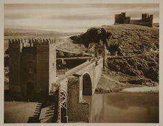 https://flic.kr/p/87MGgC | Puente de Alcántara y Castillo de San Servando hacia 1915. Fotografía de Kurt Hielscher. | Comentada en mi blog Toledo Olvidado en la entrada toledoolvidado.blogspot.com/2010/06/toledo-hacia-1915-fot...