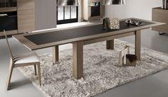 Séjour Topaze - Table rectangulaire céramique 2 allonges. Largeur : 108 cm (275 cm avec allonges) - Hauteur : 77 cm - Profondeur : 100 cm. Chaises Coch 1. Largeur : 46 cm - Hauteur : 99 cm - Profondeur : 50 cm.