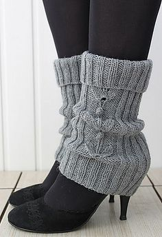 Free Knitting Pattern for Grey-Grey Legwarmers - Katya Gorbacheva's legwarmers feature a cable motif and ribbing. Knitted Boot Cuffs, Knit Leg Warmers, Knit Boots, Knitted Bags, Knitting Socks, Hand Knitting, Knitting Machine, Knitting Patterns Free, Knit Patterns