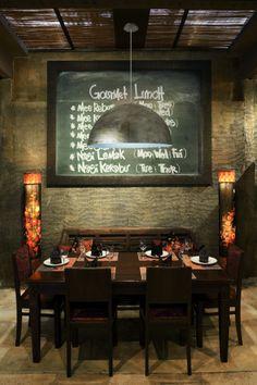 A NEO lámpa remekül mutat akár a konyhában, akár egy étteremben. 100W-os E27-es foglalata megvilágítja az asztalra készített laktató vacsorát. Burkolata antikolt arany, illetve választható rusztikus ezüst színben is.