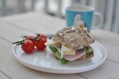 Rundstykker Spagetti Carbonara, No Knead Bread, Barbie I, Chorizo, Eggs, Fresh, Chicken, Breakfast, Ethnic Recipes