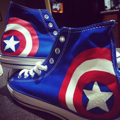 Captain america is owned by marvel for sale here! : [link] captain america shoes converse hi tops! Captain America Shoes, Avengers Shield, Avengers Art, Marvel Clothes, Marvel Shoes, Mode Shoes, Geek Fashion, Marvel Fashion, Painted Shoes