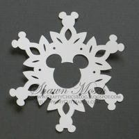 Mickey Mouse Snowflake - Large Mickey in Center SVG from Crafting Pixie This is an SVG file to use for cutting the Mickey Mouse Snowflake design Disney Christmas Crafts, Disney Christmas Decorations, Mickey Mouse Christmas, Disney Ornaments, Disney Crafts, Holiday Crafts, Christmas Diy, Paper Snowflake Patterns, Snowflake Template