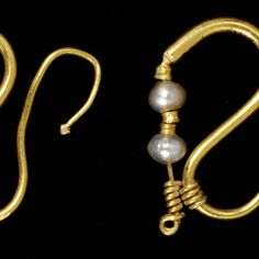 Pair of earrings Roman Empire (Egypt) AD 100-200 Gold and pearls Museum no. M.10 & A-1966 © Victoria and Albert Museum, London