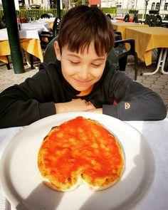 #pizza #hard #cuore #gnam #food #pizzeria #delicious #sorpresa #tagsforlikes #happy #smile #ristorante #restaurant ##como #italy #italia #instalike #amazing #awesome #boy #piza #pranzo #pic http://www.butimag.com/ristorante/post/1470434457646616646_607013391/?code=BRoCFk5hVBG