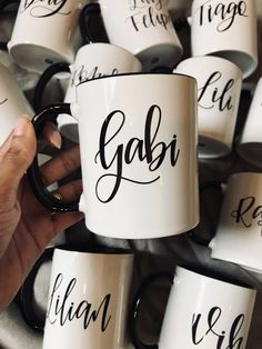 Mug Designs, Cool Designs, Cute Couple Gifts, Name Mugs, Cool Kitchen Gadgets, Lettering Tutorial, Fun Cup, Coffee Is Life, Gifts For Office